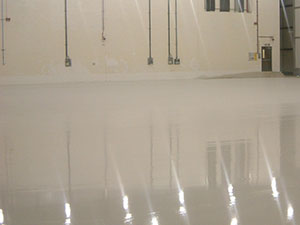 light reflecting floor screed